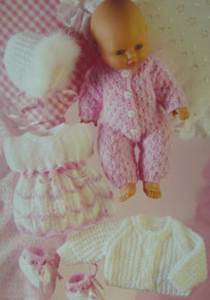 Doll's clothes Sirdar 3072